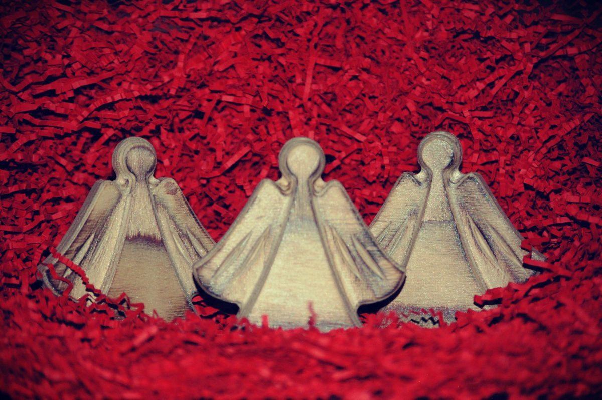 Medinės kalėdinės stalo dekoracijos Angeliukai, sidabruoti
