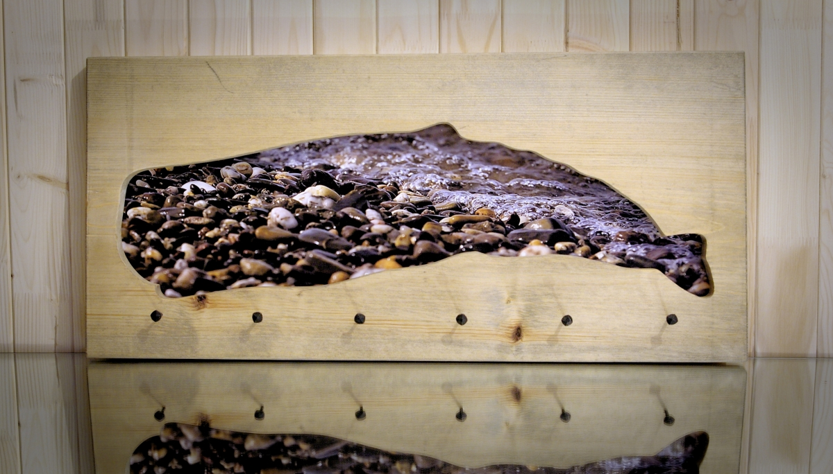 Kabykla ant sienos – fotopaveikslas Banginio sapnas