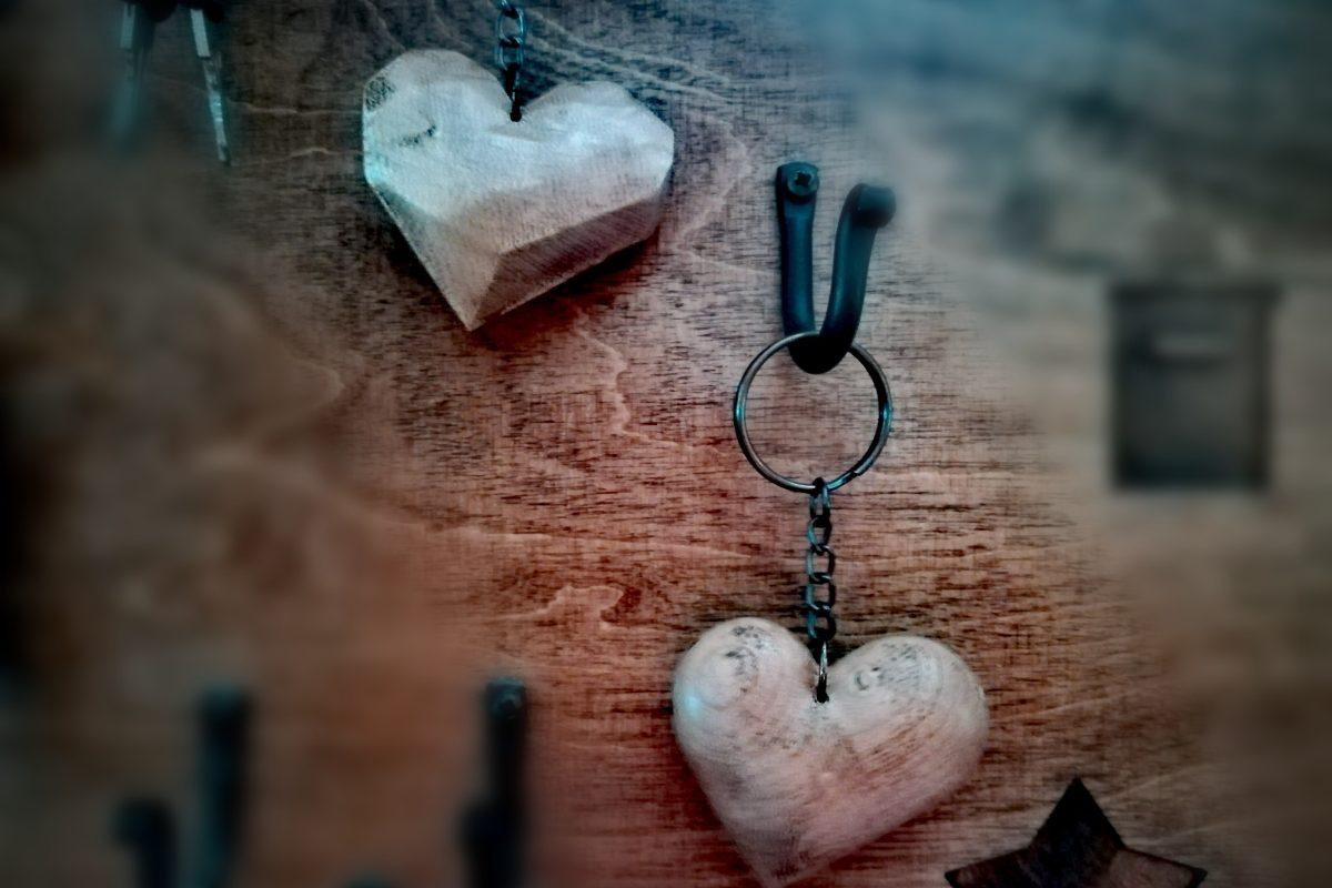 Medinis raktų pakabukas Širdutė