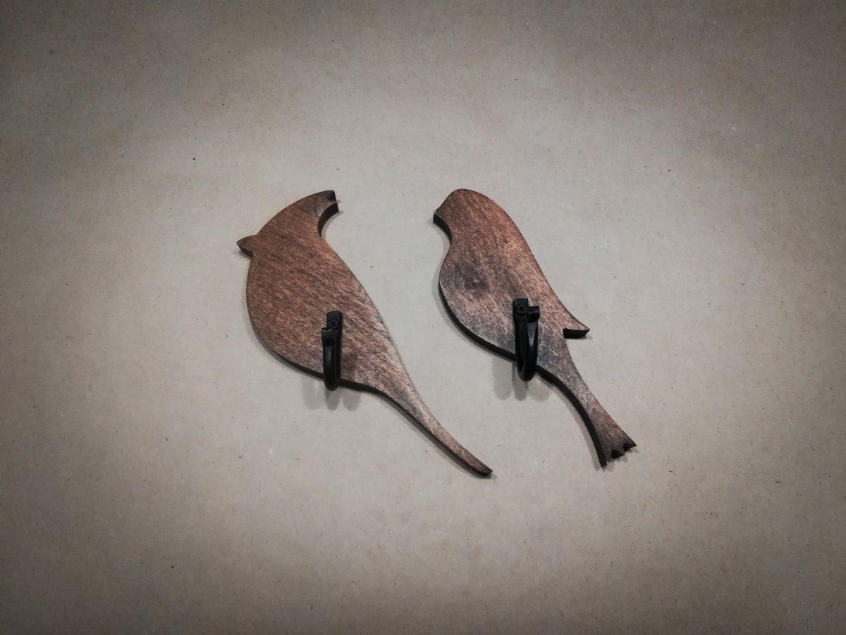 Medinė sieninė kabyklėlė Paukštis, vaškuota