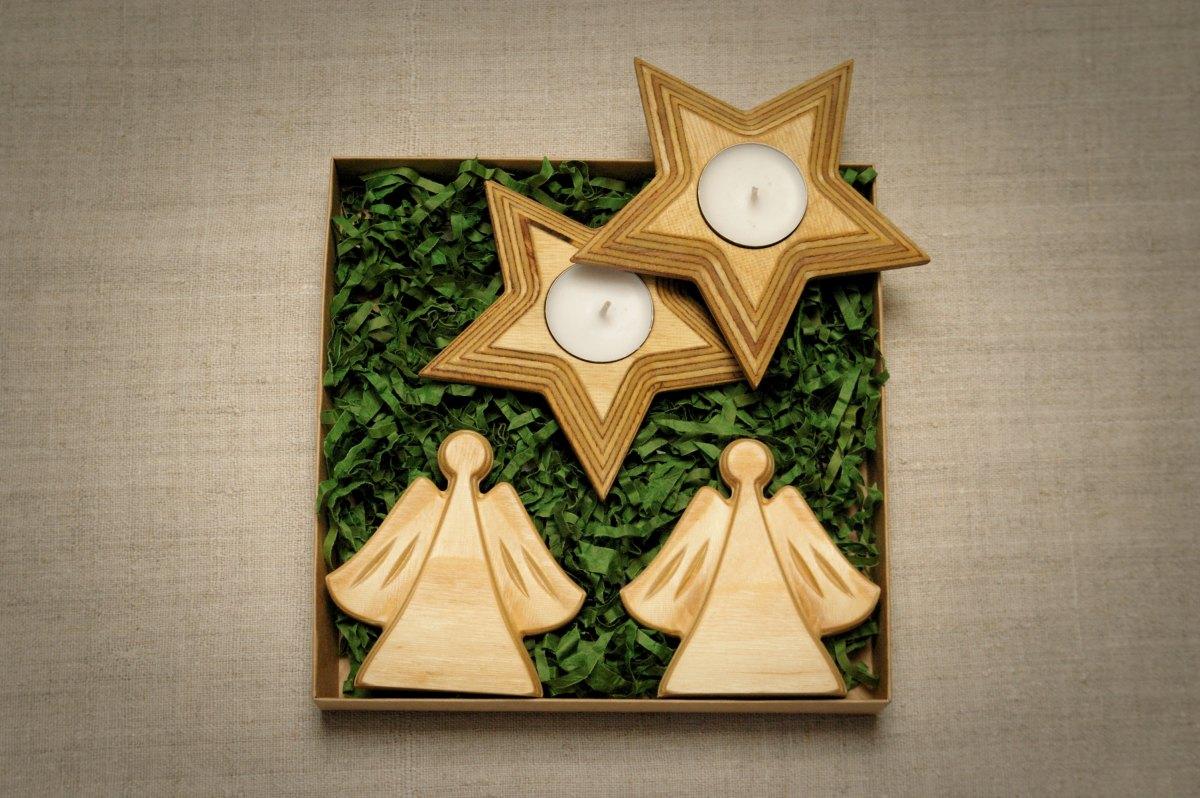 Medinės kalėdinės stalo dekoracijos