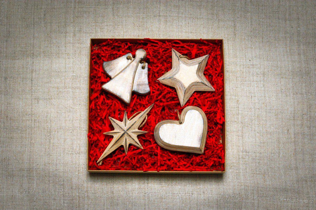 Mediniai kalėdiniai žaisliukai eglutei