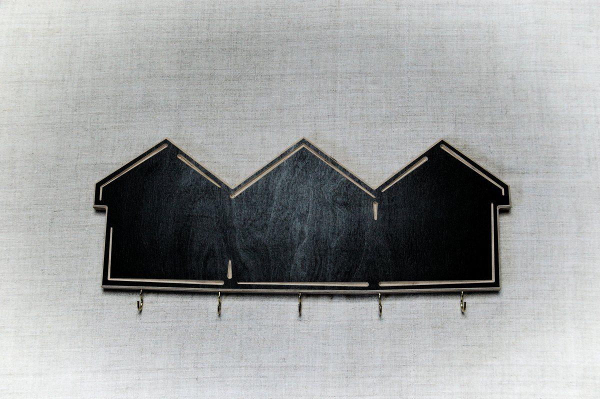 Raktų kabykla su kreidine lenta Trys trobos