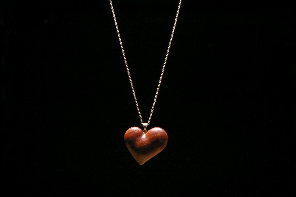 Grandinėlė su mediniu medalionu Širdis