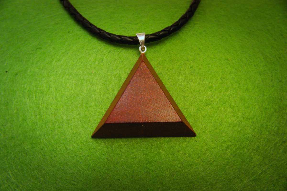 Medinis kaklo papuošalas Trikampis Padouk