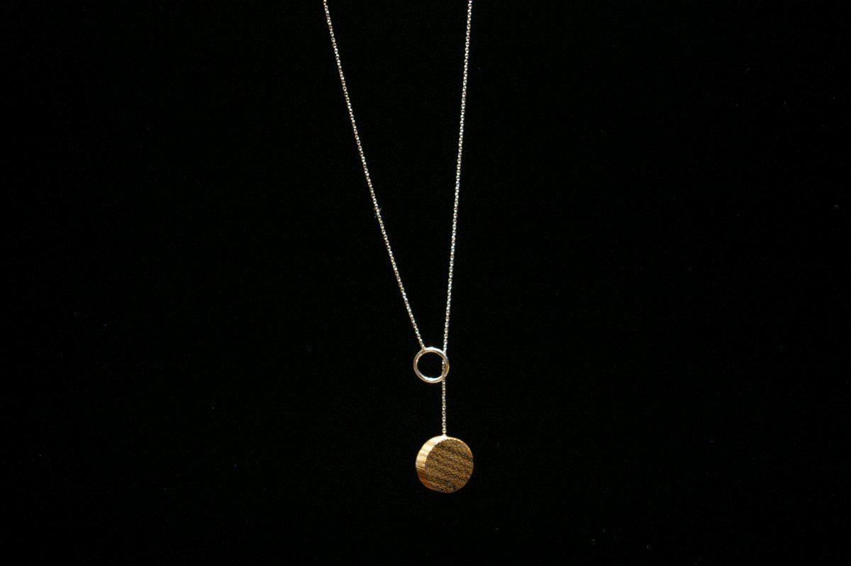 Perveriama grandinėlė su mediniu medalionu Mėnulis