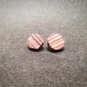 Mediniai auskarai su sidabro kojele