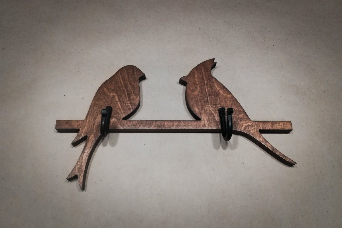 Medinė sieninė rūbų kabykla 2 paukščiai, vaškuota