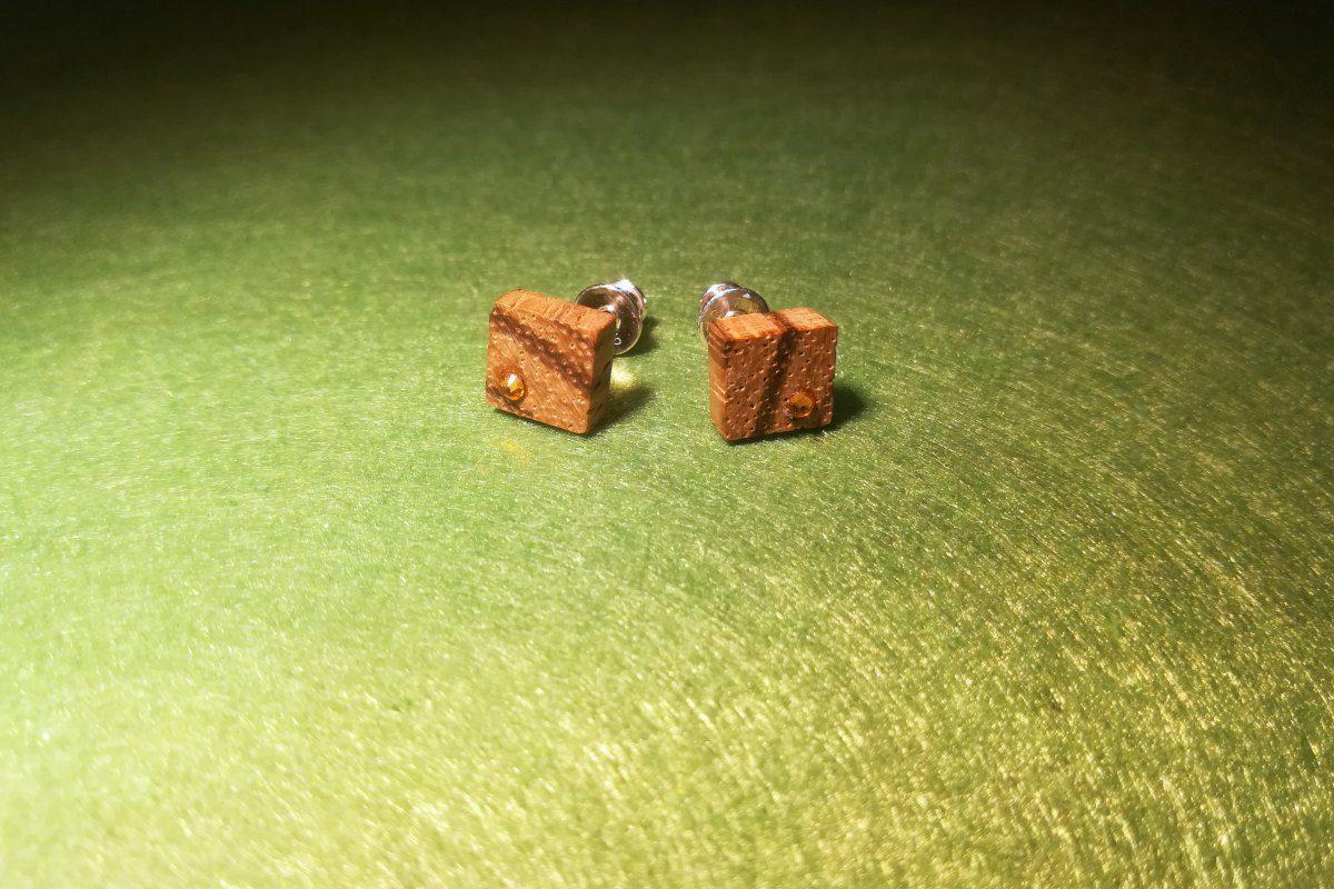 Įveriami mediniai auskarai su Swarovski kristalais