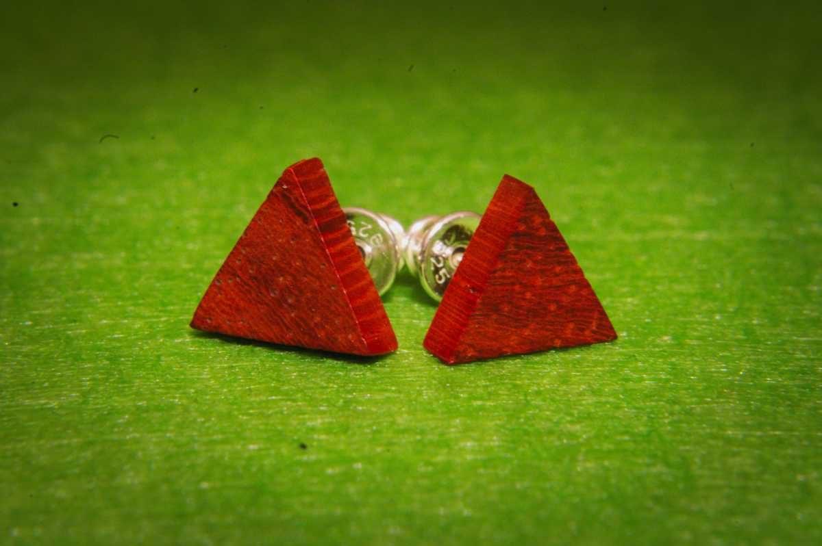 Trikampiai mediniai auskarai Padouk
