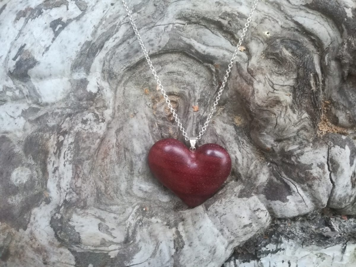Sidabrinė grandinėlė su mediniu medalionu Širdis