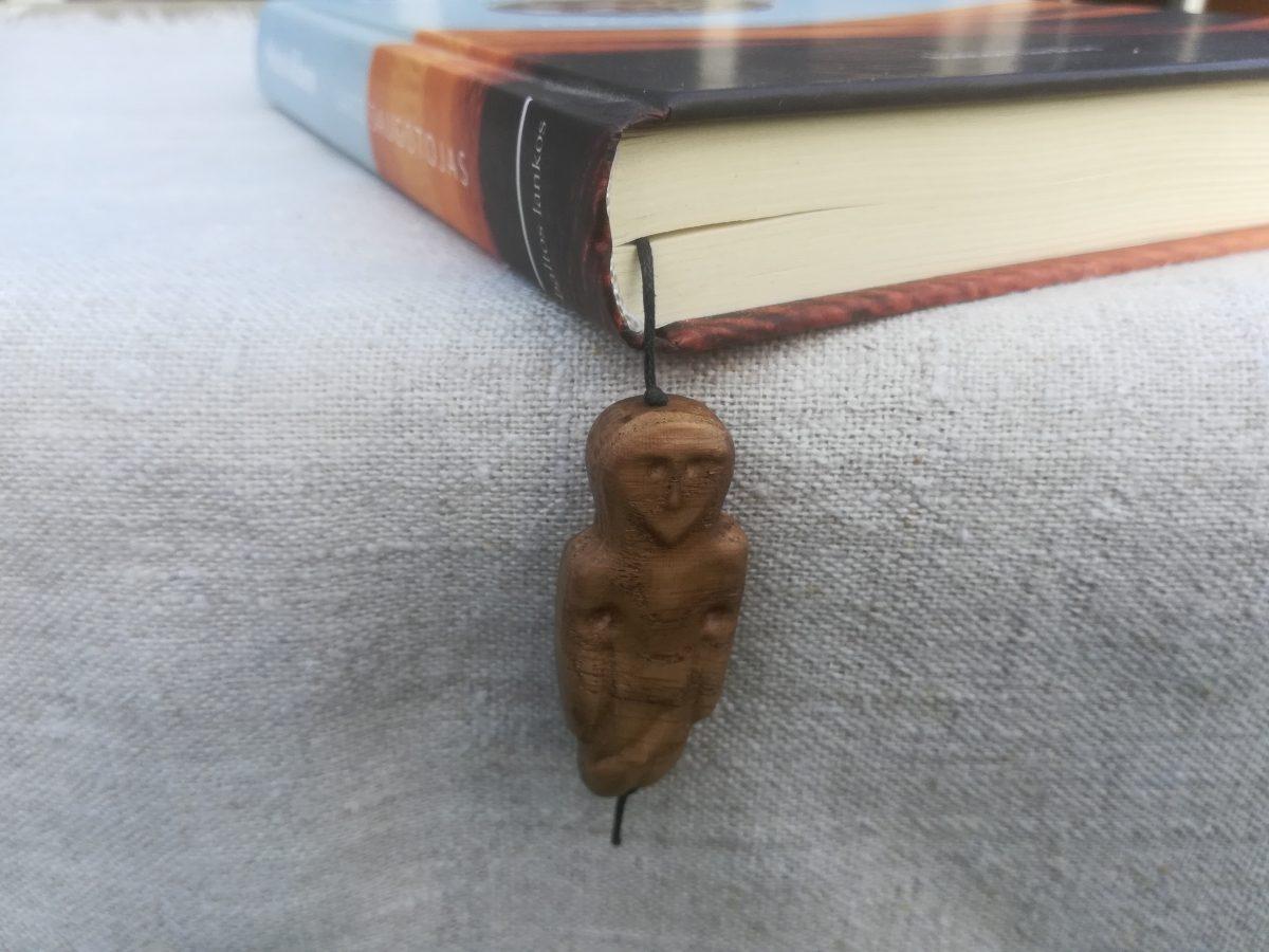 Medinis knygos skirtukas Amuletas Kuršiukas