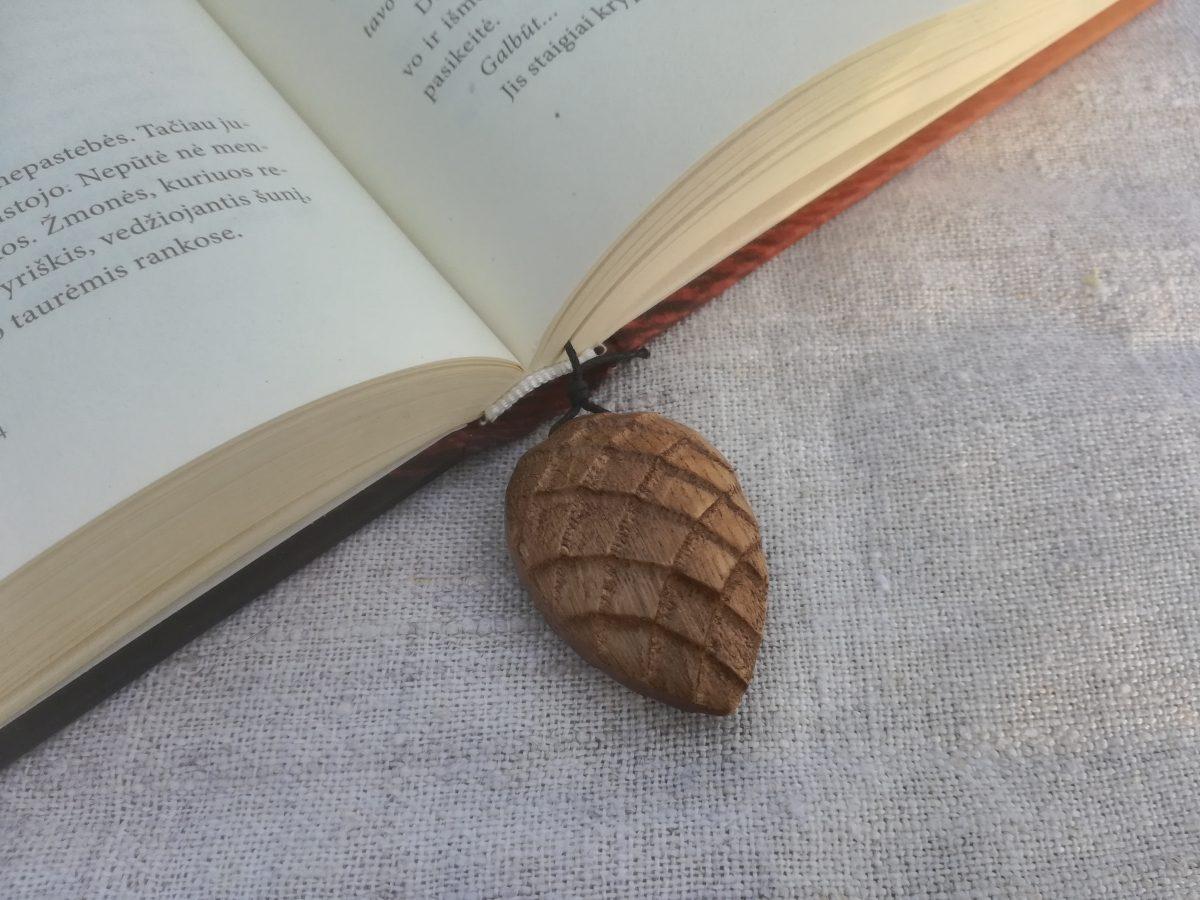Medinis knygos skirtukas Kankorėžis