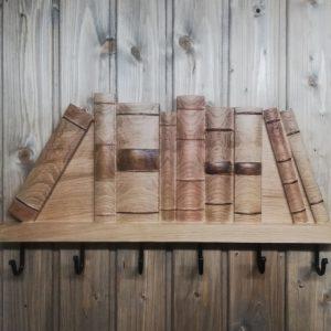 Medinė sieninė rūbų kabykla Knygos