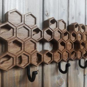Medinė sieninė rūbų kabykla Korys su 3 kabliukais