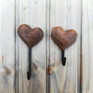 Medinis rūbų kabliukas Širdutė