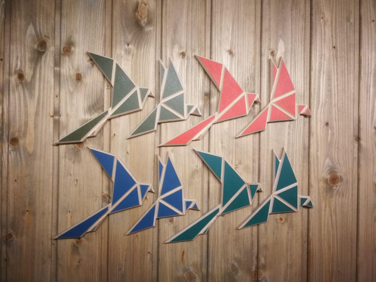 Spalvotos medinės origami stiliaus sienos dekoracijos Paukščiai