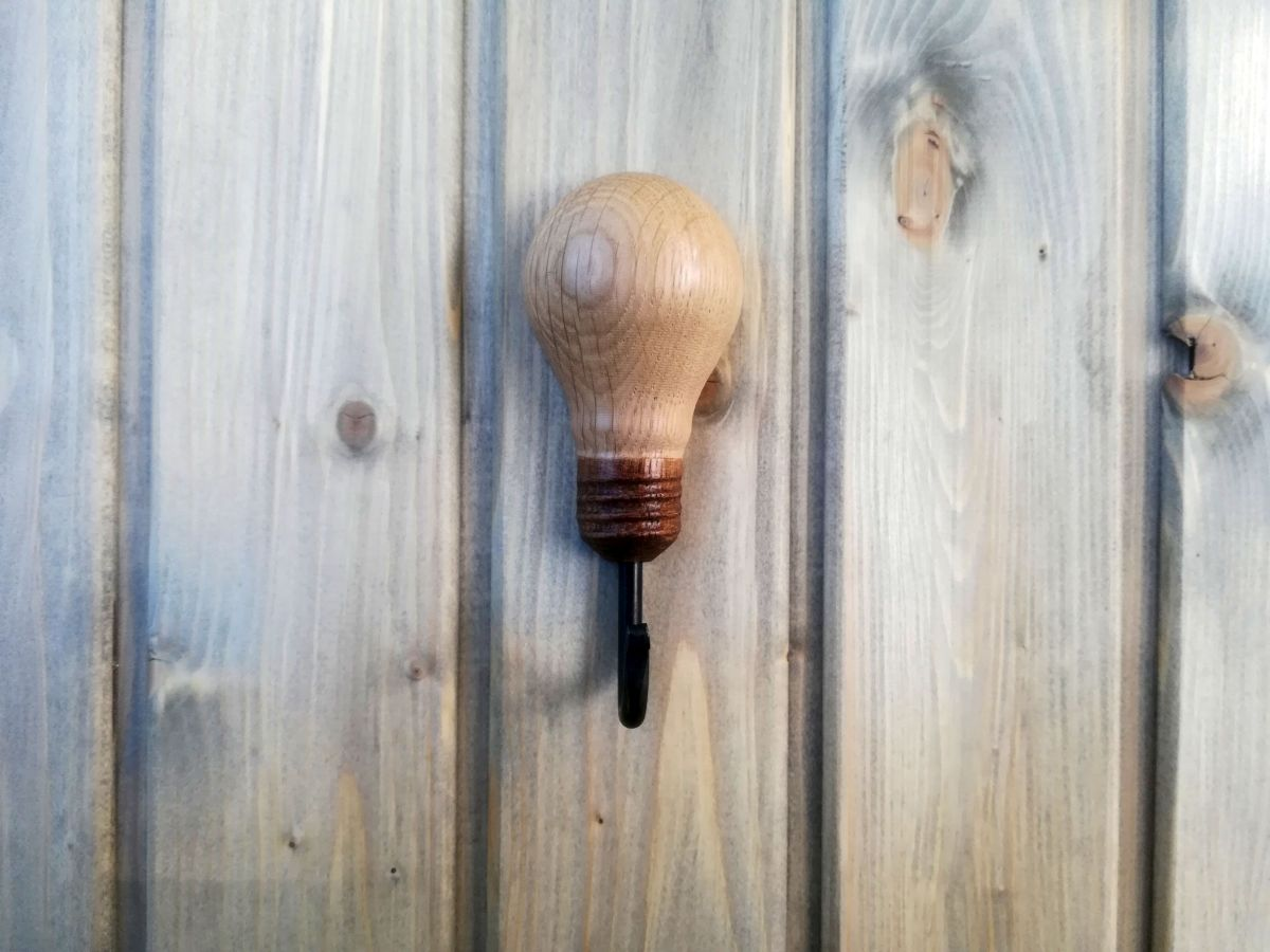 Kabliukas Medinė Lemputė