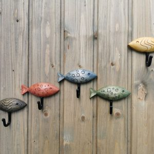 Medinis rūbų ir raktų kabliukas Žuvytė