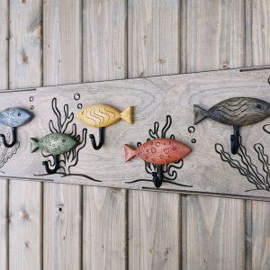 Žaisminga medinė sieninė rūbų kabykla Akvariumas