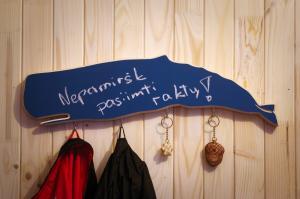 Sieninė kabykla su rašymo lenta Banginis